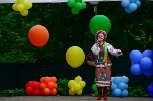Учасниця фестивалю Яна Пересунько з піснею «Лише у нас на Україні» (номінація «Вокал»)